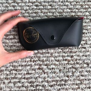 Ray-ban case and cloth